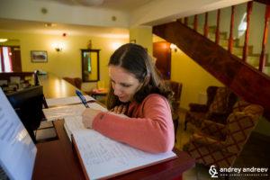 Мимето пише в книга за гости - най-важните думи