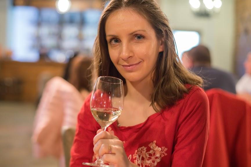 В края на деня просто си сипете чаша вино и спрете да бъдете перфектна майка