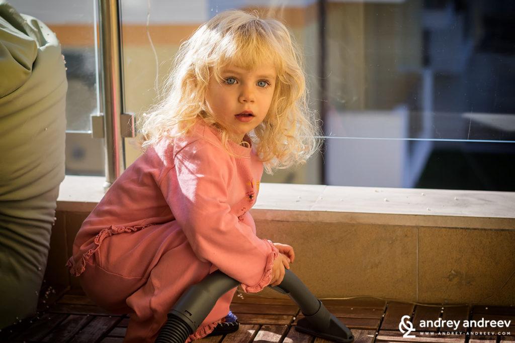 Децата трябва да се възпитават на стерилен живот от малки, нали така? - Ани с прахосмукачката