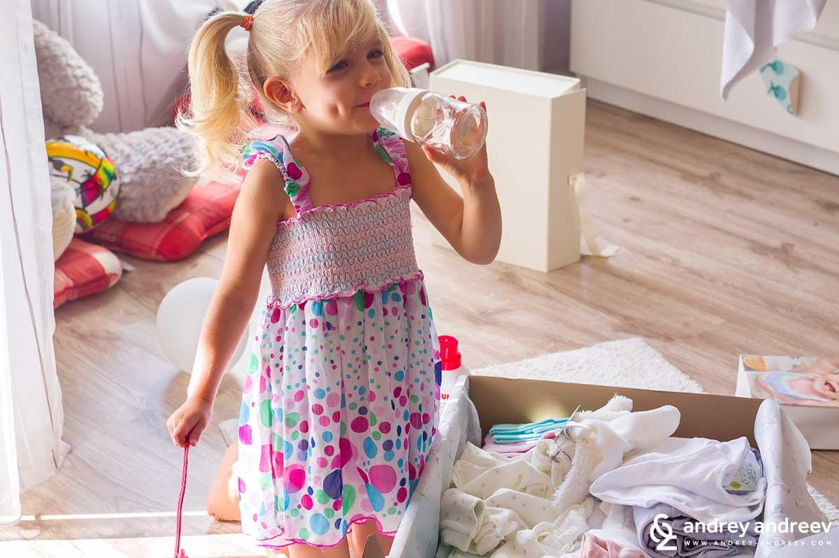 Ани изпробва нещата на малкото бебе от Tsuky Baby Box