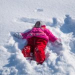 Зимата е любим сезон на децата, но не и на майките