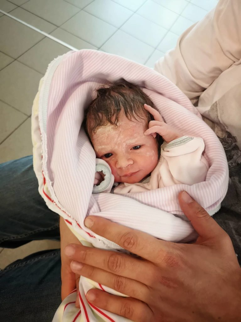 Първата снимка на бебе Адриана