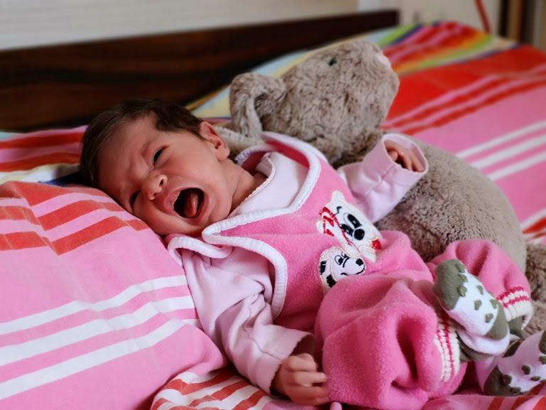 Бебе Адриана плаче