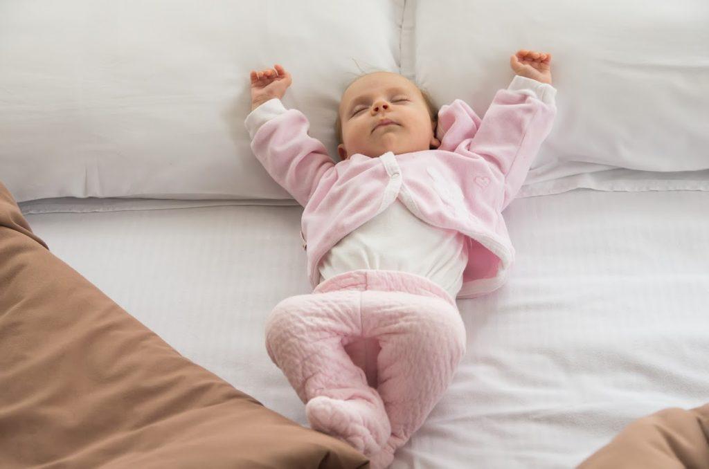 Едно много уморено и изтормозено от туризъм бебе Ани през февруари 2015
