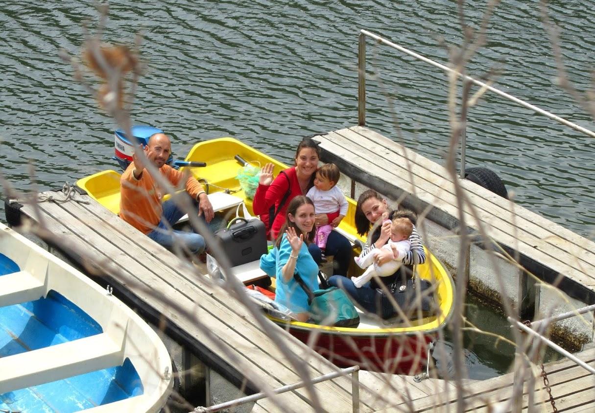 Разходка с лодка през яз. Въча - Ани е това най-дребното вдясно(1)
