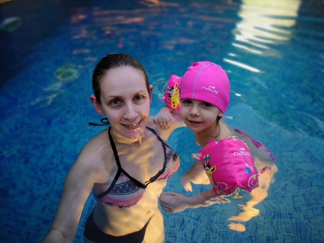 На СПА с деца, на басейн с деца