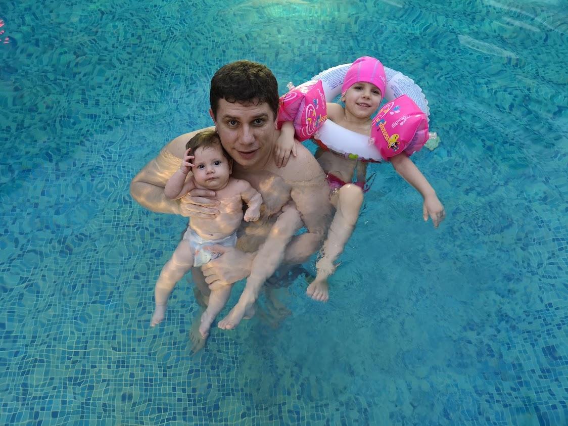 Андрей, Ани и Ади - пълно забавление в басейна, на басейн с деца