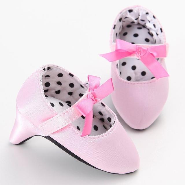 Бебешки обувки с токчета