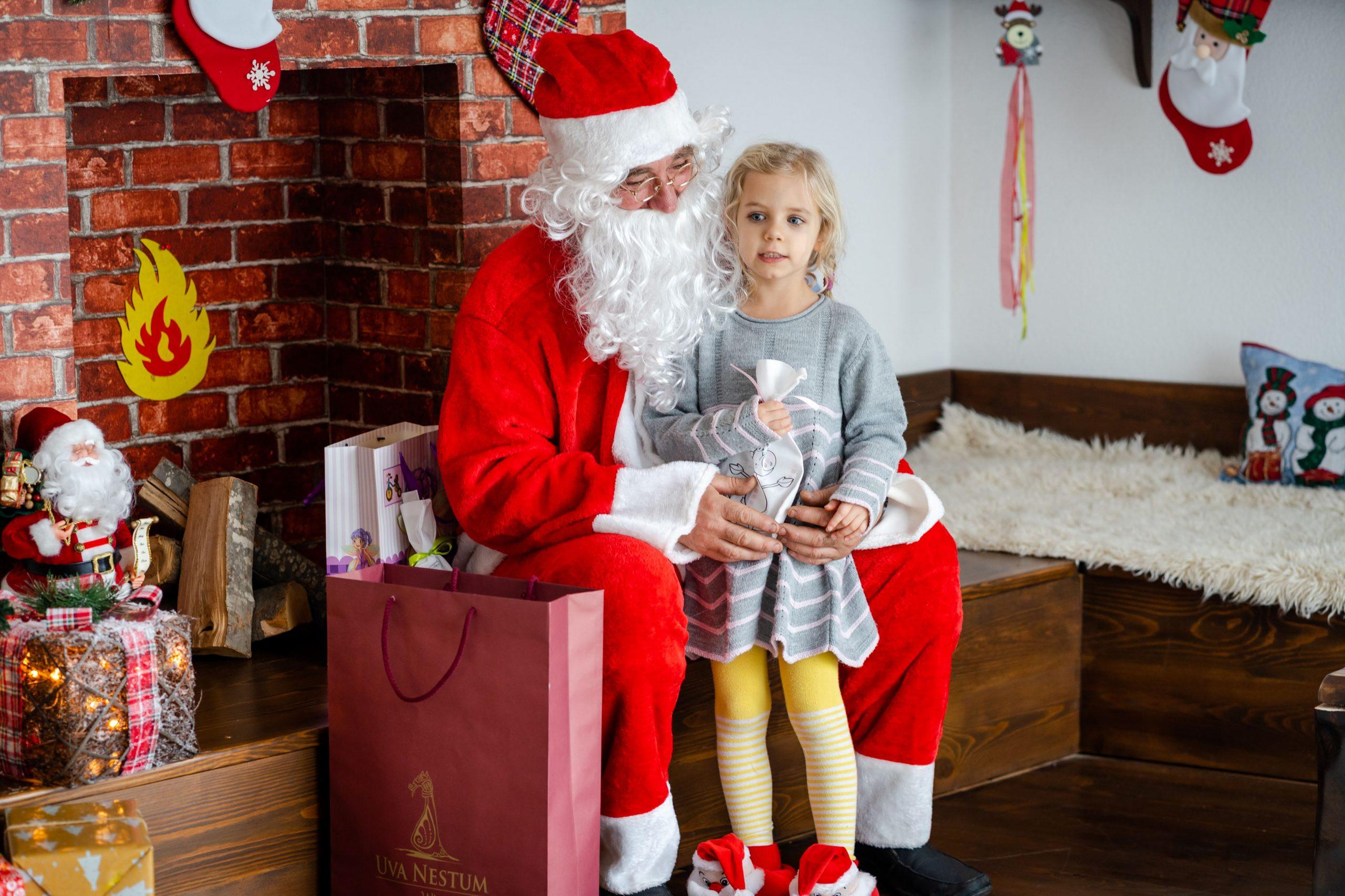 Ани и Дядо Коледа в Ува Нестум