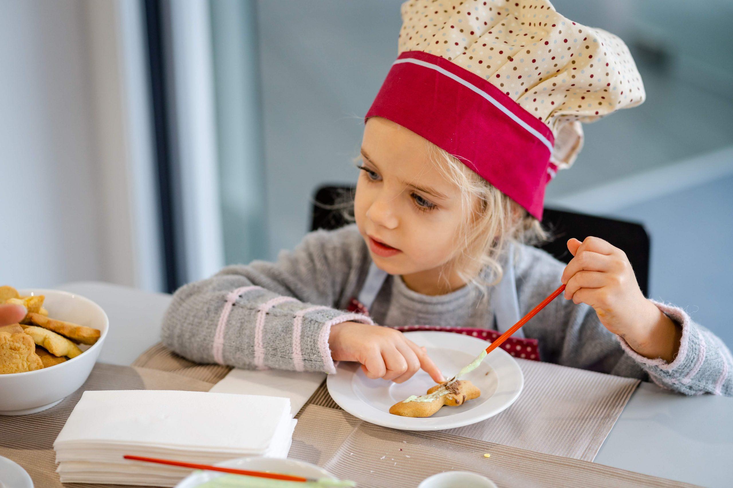 Детската анимация е особено важна, тук Ани украсява меденки